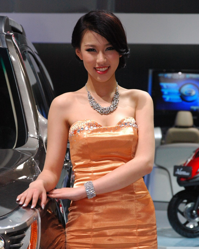 Auto China 2012: the ladies of Beijing share the spotlight Image #104342