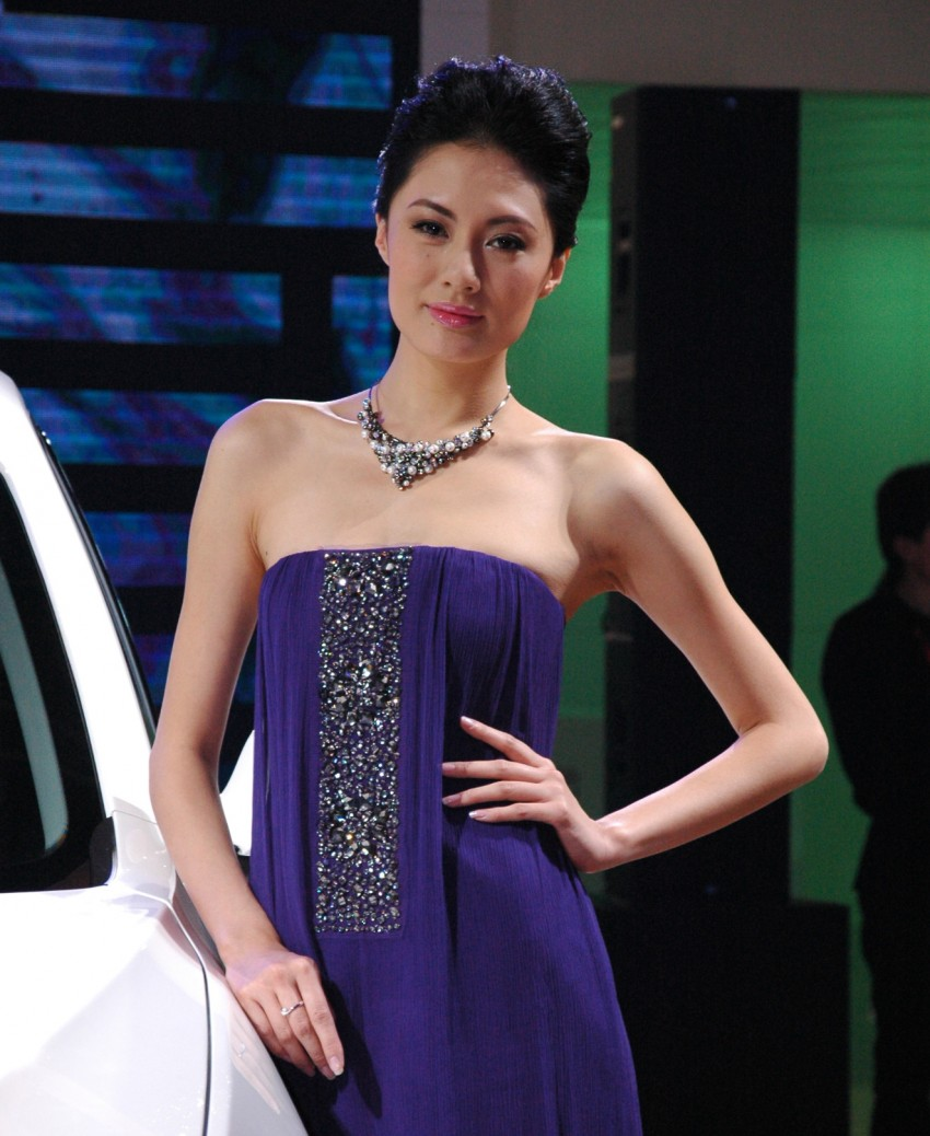 Auto China 2012: the ladies of Beijing share the spotlight Image #104362