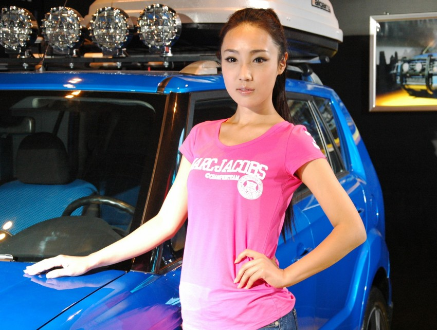 Auto China 2012: the ladies of Beijing share the spotlight Image #104364