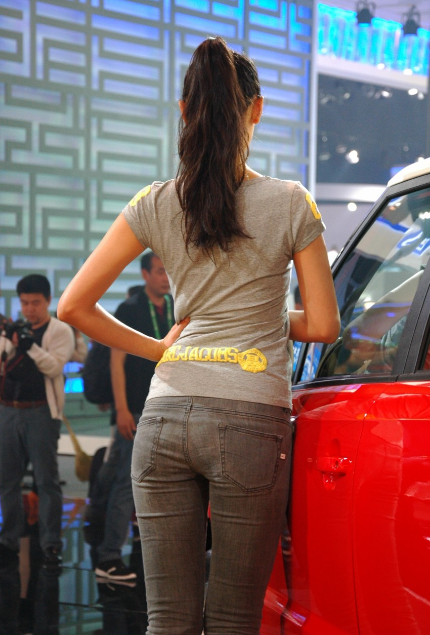 Auto China 2012: the ladies of Beijing share the spotlight Image #104365