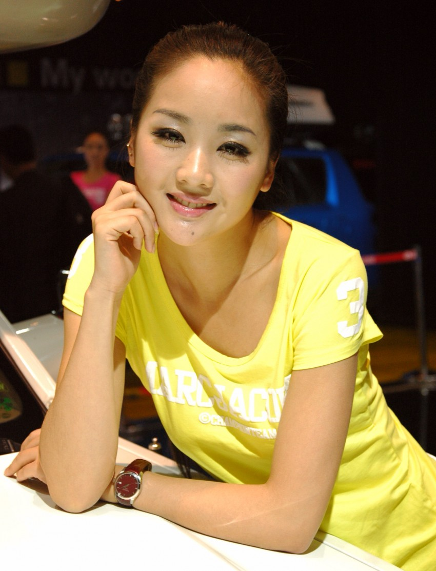 Auto China 2012: the ladies of Beijing share the spotlight Image #104367
