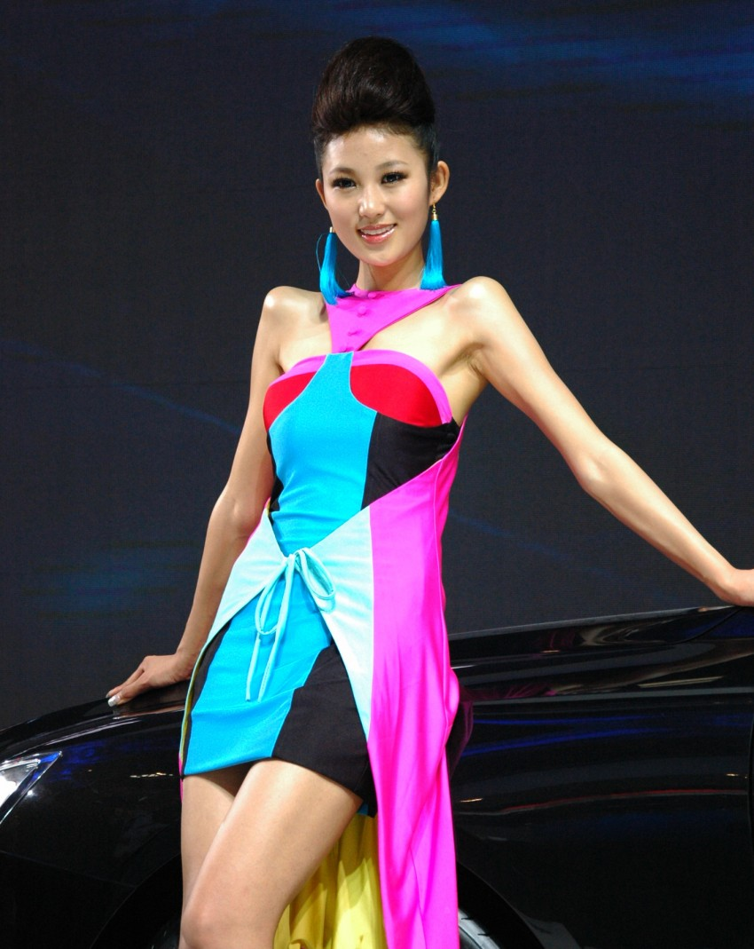 Auto China 2012: the ladies of Beijing share the spotlight Image #104368