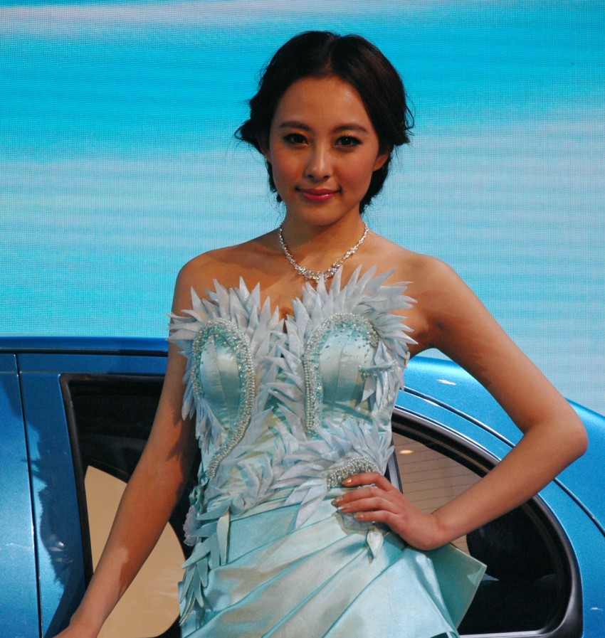 Auto China 2012: the ladies of Beijing share the spotlight Image #104372