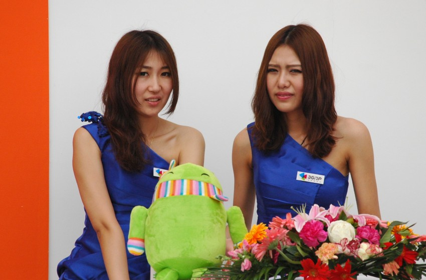 Auto China 2012: the ladies of Beijing share the spotlight Image #104373