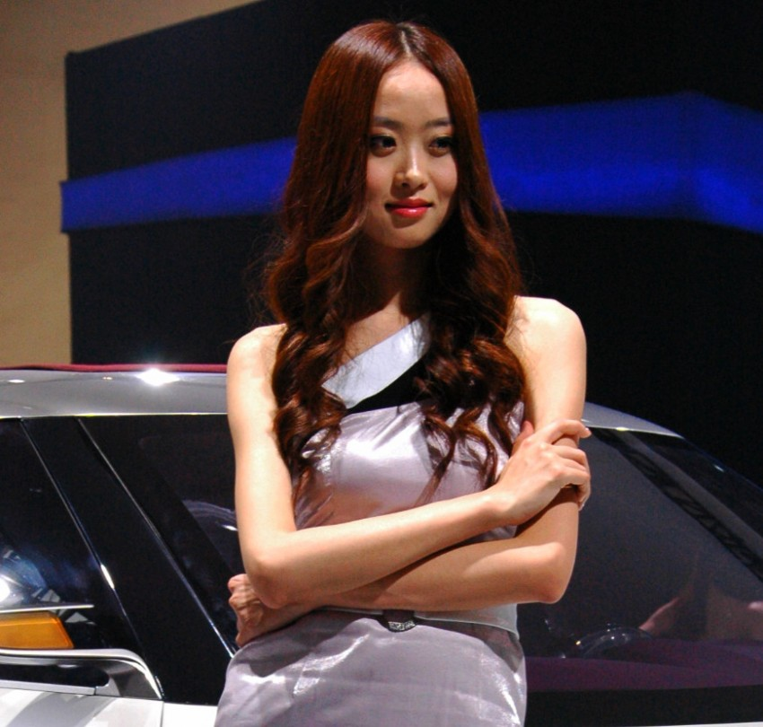 Auto China 2012: the ladies of Beijing share the spotlight Image #104377