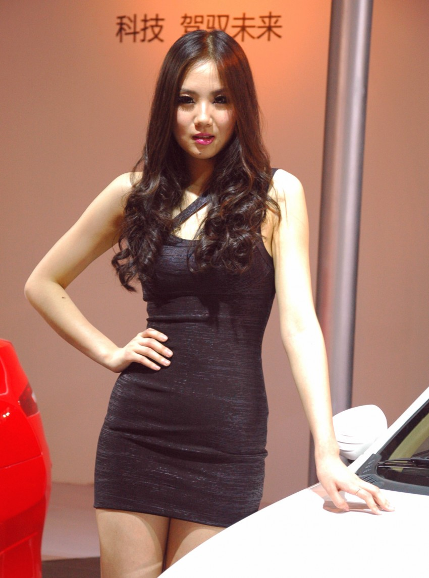 Auto China 2012: the ladies of Beijing share the spotlight Image #104376
