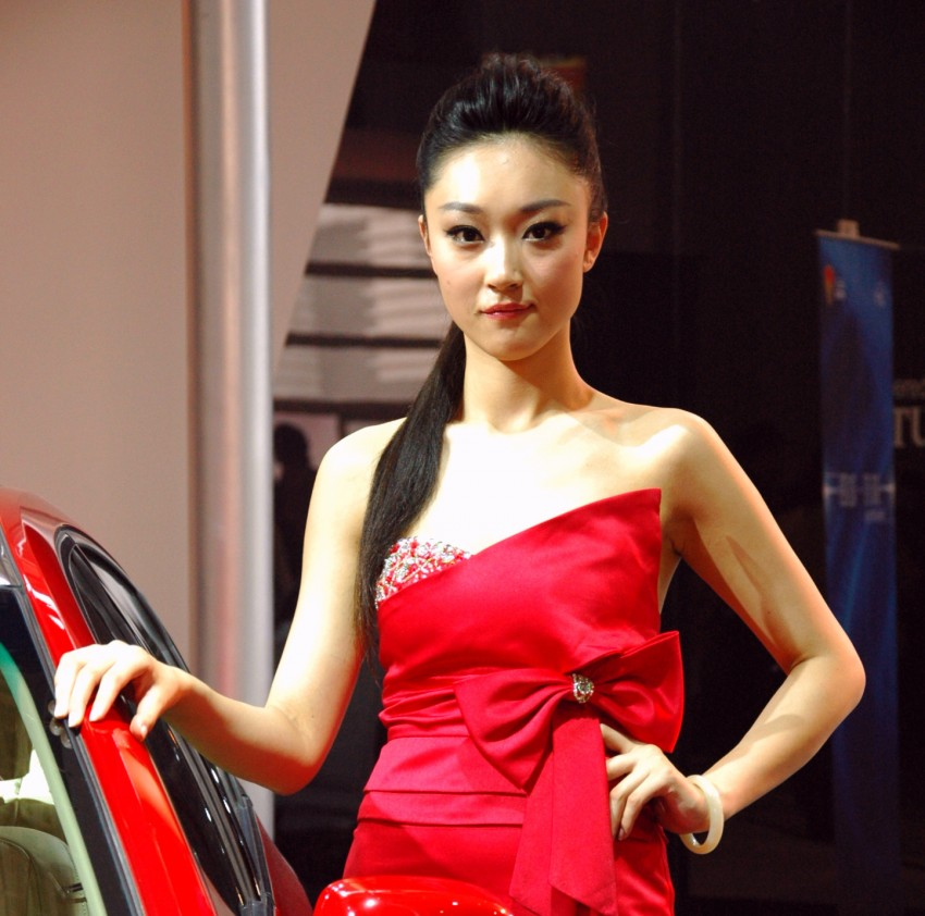 Auto China 2012: the ladies of Beijing share the spotlight Image #104378