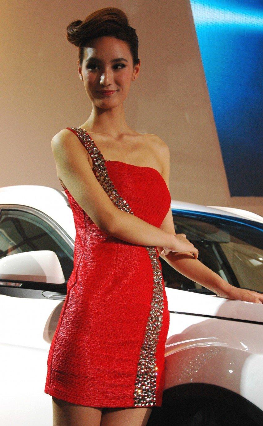 Auto China 2012: the ladies of Beijing share the spotlight Image #104359