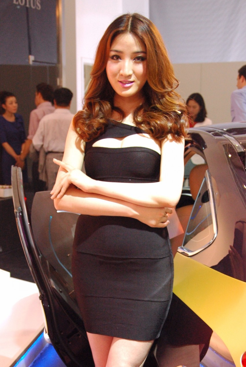 Auto China 2012: the ladies of Beijing share the spotlight Image #104381