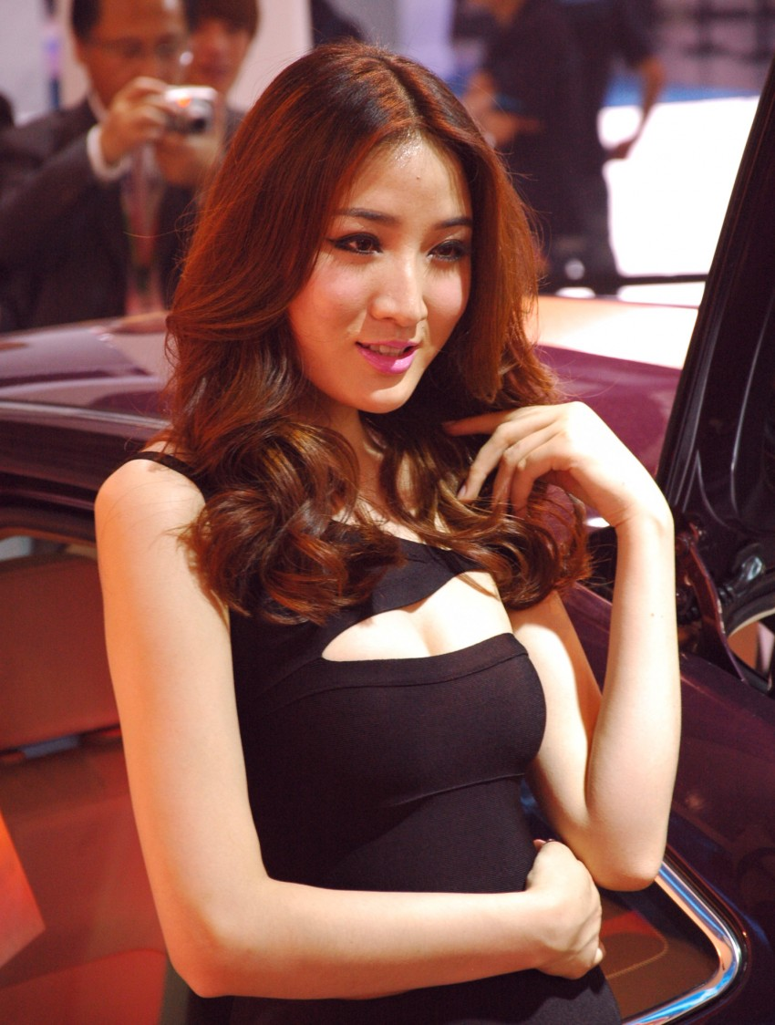 Auto China 2012: the ladies of Beijing share the spotlight Image #104382