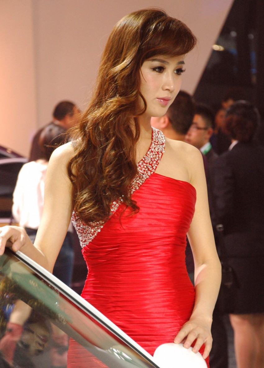 Auto China 2012: the ladies of Beijing share the spotlight Image #104383