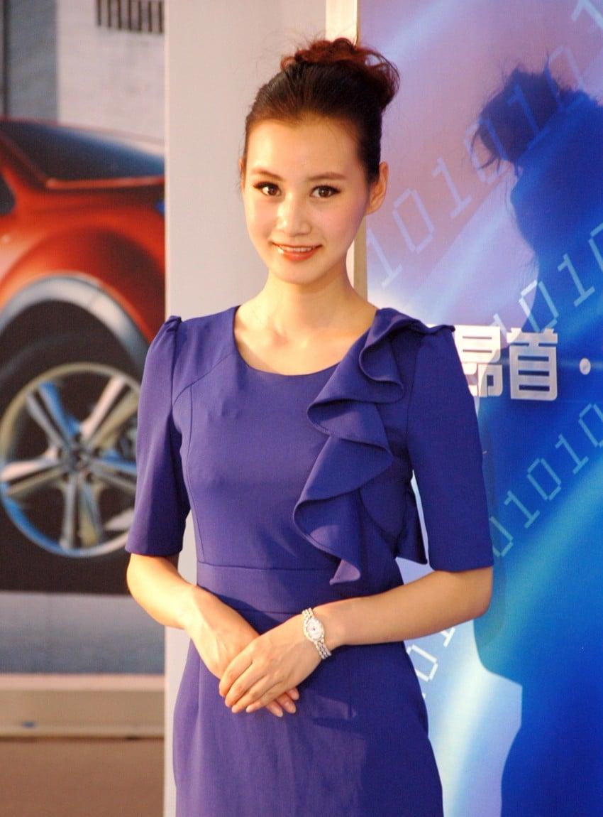 Auto China 2012: the ladies of Beijing share the spotlight Image #104360