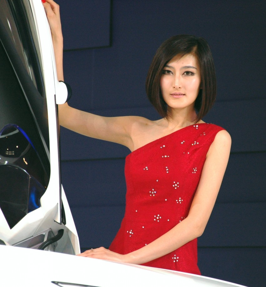 Auto China 2012: the ladies of Beijing share the spotlight Image #104357