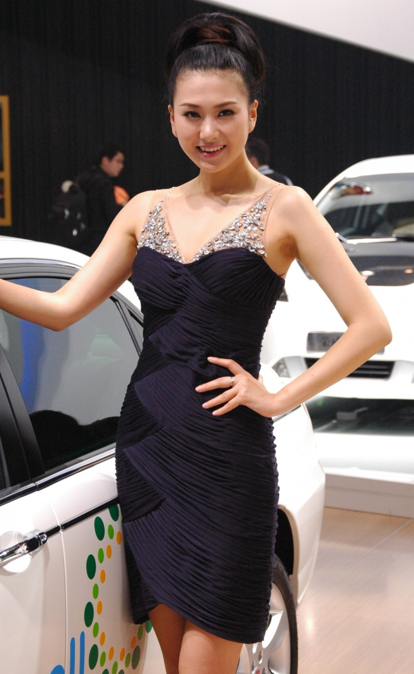 Auto China 2012: the ladies of Beijing share the spotlight Image #104527