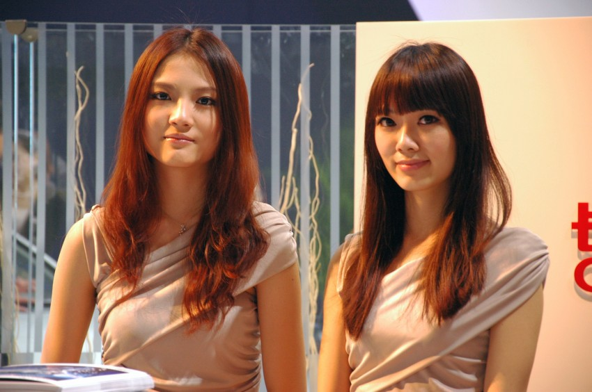 Auto China 2012: the ladies of Beijing share the spotlight Image #104403