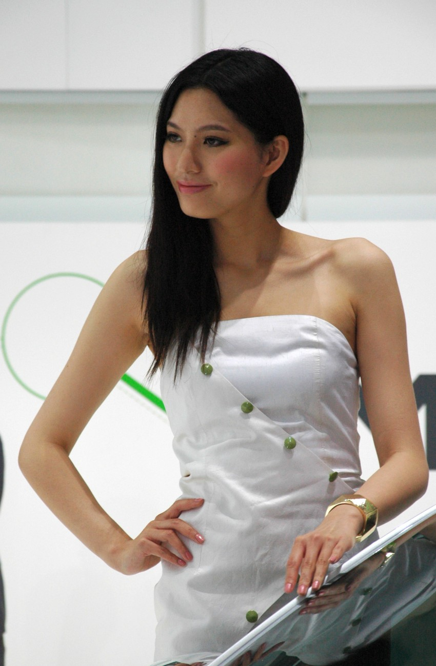 Auto China 2012: the ladies of Beijing share the spotlight Image #104412