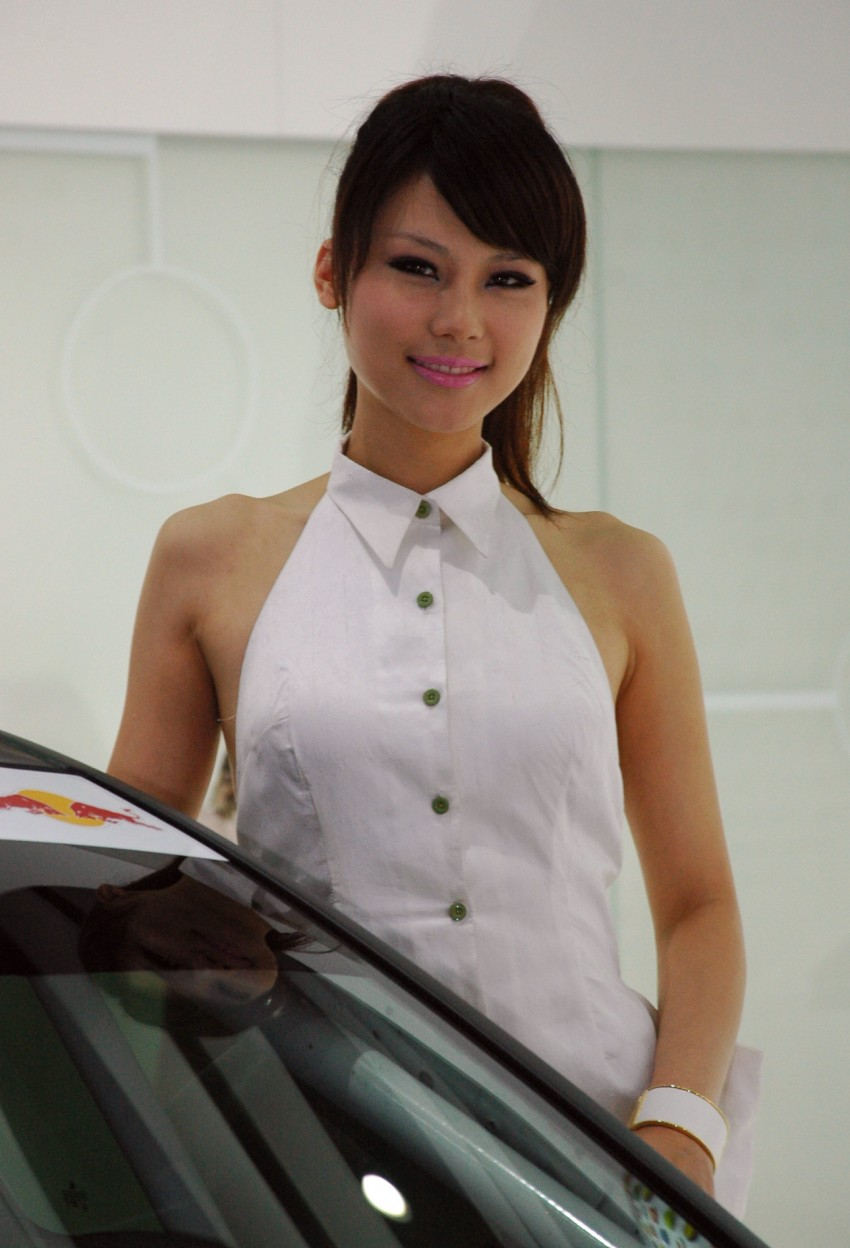 Auto China 2012: the ladies of Beijing share the spotlight Image #104416