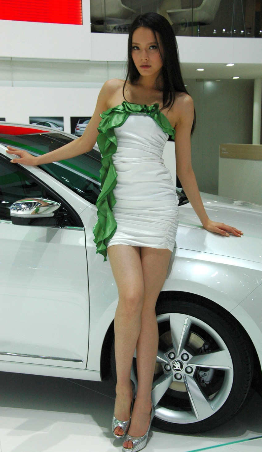 Auto China 2012: the ladies of Beijing share the spotlight Image #104417
