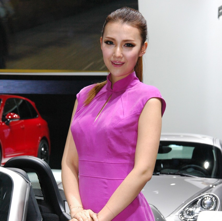Auto China 2012: the ladies of Beijing share the spotlight Image #104465