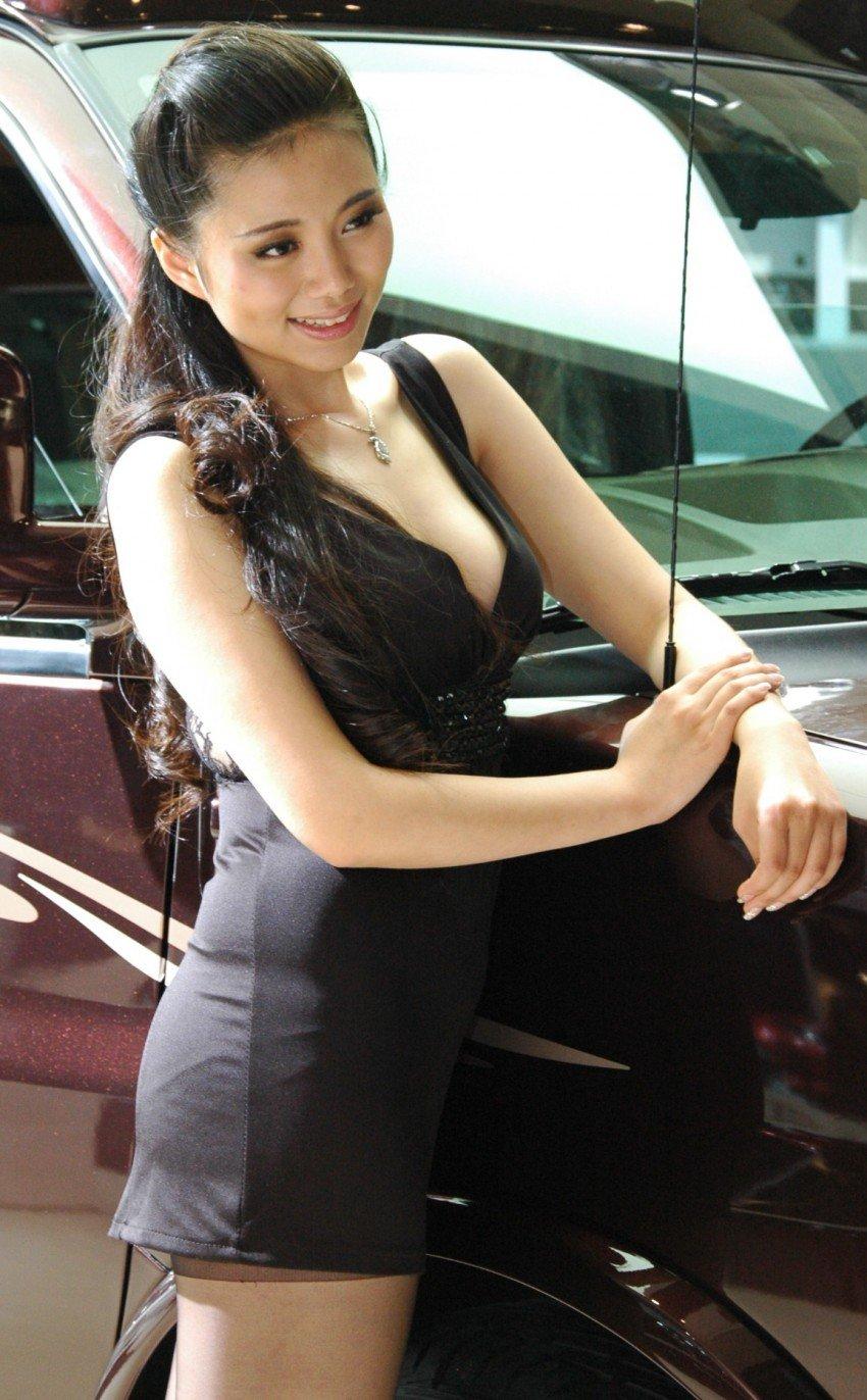 Auto China 2012: the ladies of Beijing share the spotlight Image #104454