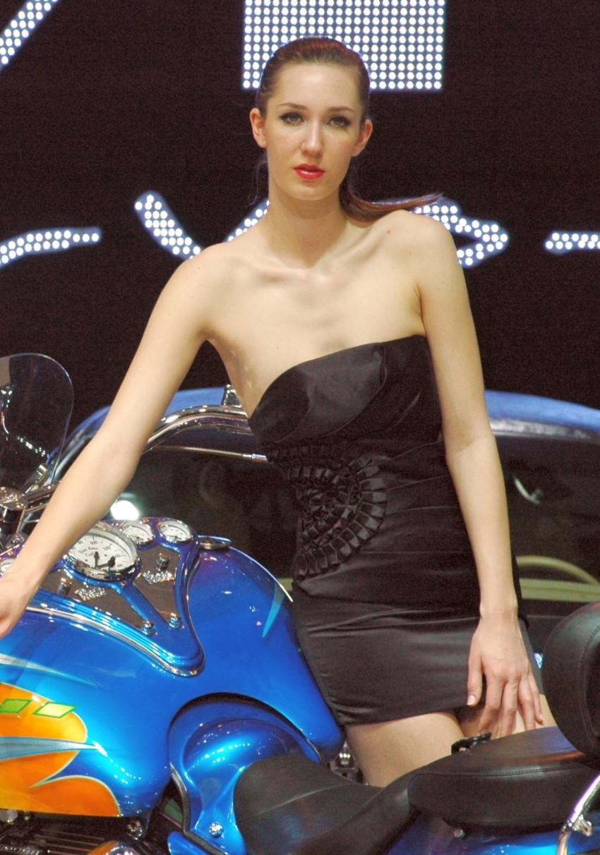 Auto China 2012: the ladies of Beijing share the spotlight Image #104595