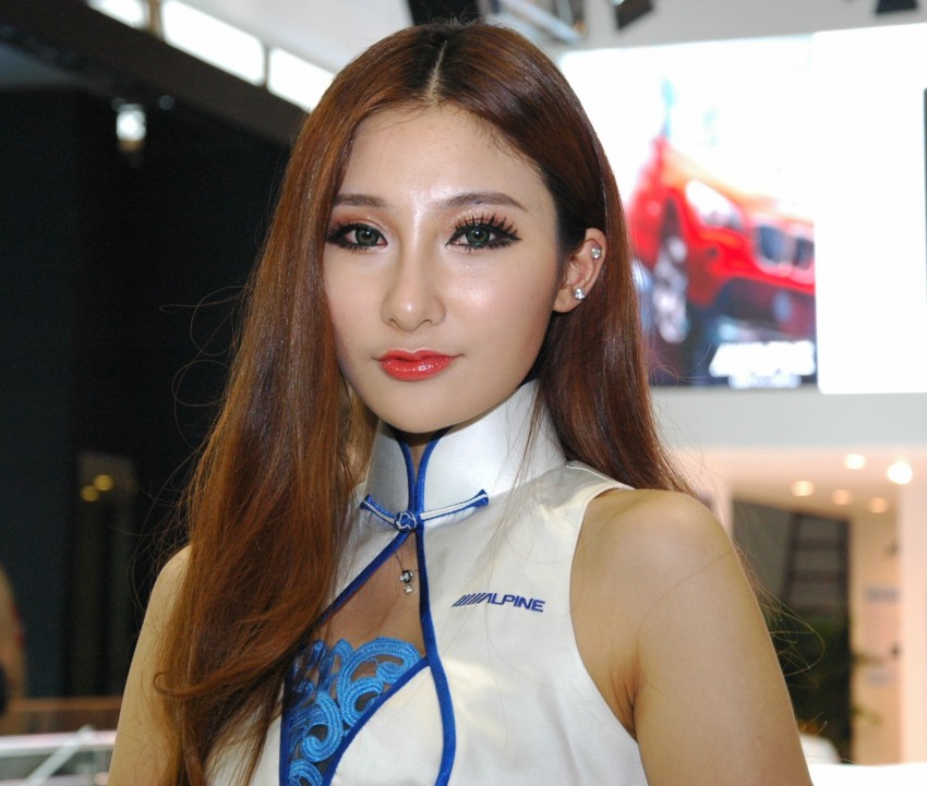 Auto China 2012: the ladies of Beijing share the spotlight Image #104453