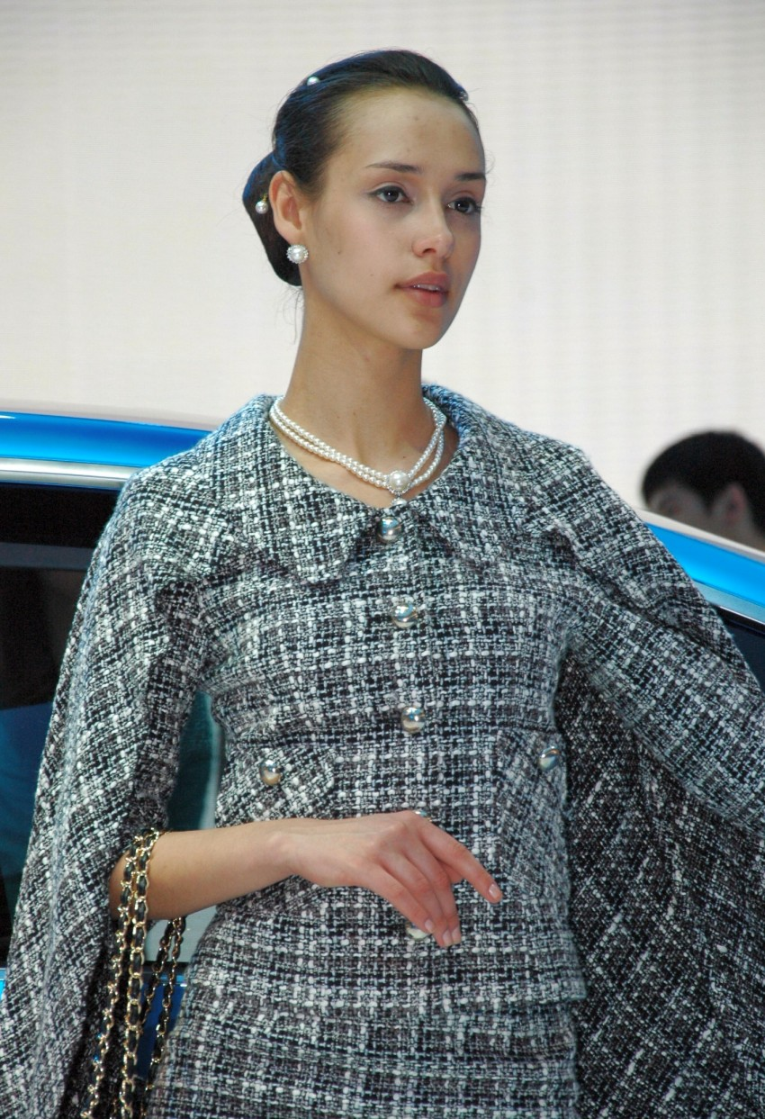 Auto China 2012: the ladies of Beijing share the spotlight Image #104451
