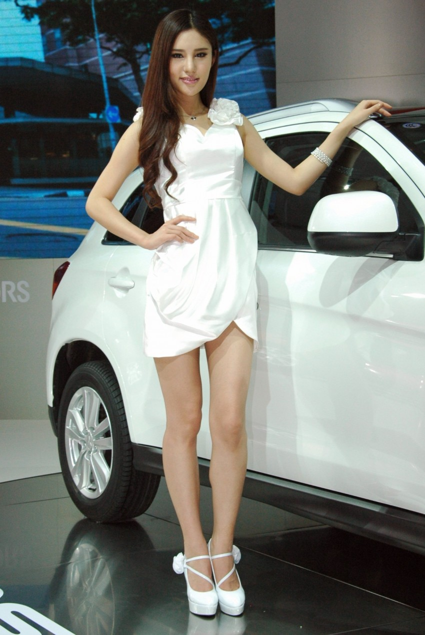 Auto China 2012: the ladies of Beijing share the spotlight Image #104452