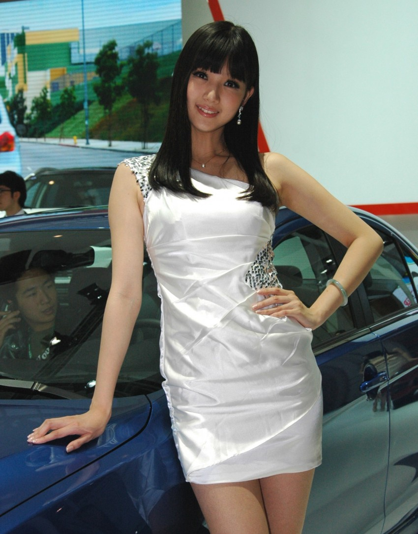 Auto China 2012: the ladies of Beijing share the spotlight Image #104456