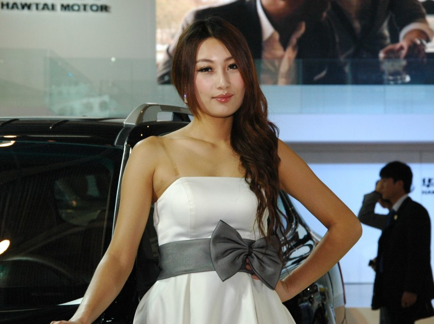 Auto China 2012: the ladies of Beijing share the spotlight Image #104458