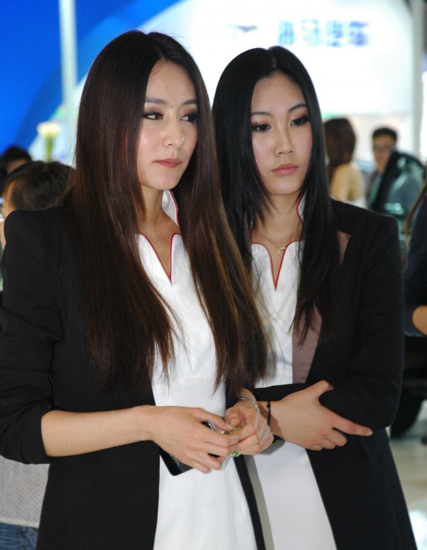 Auto China 2012: the ladies of Beijing share the spotlight Image #104459