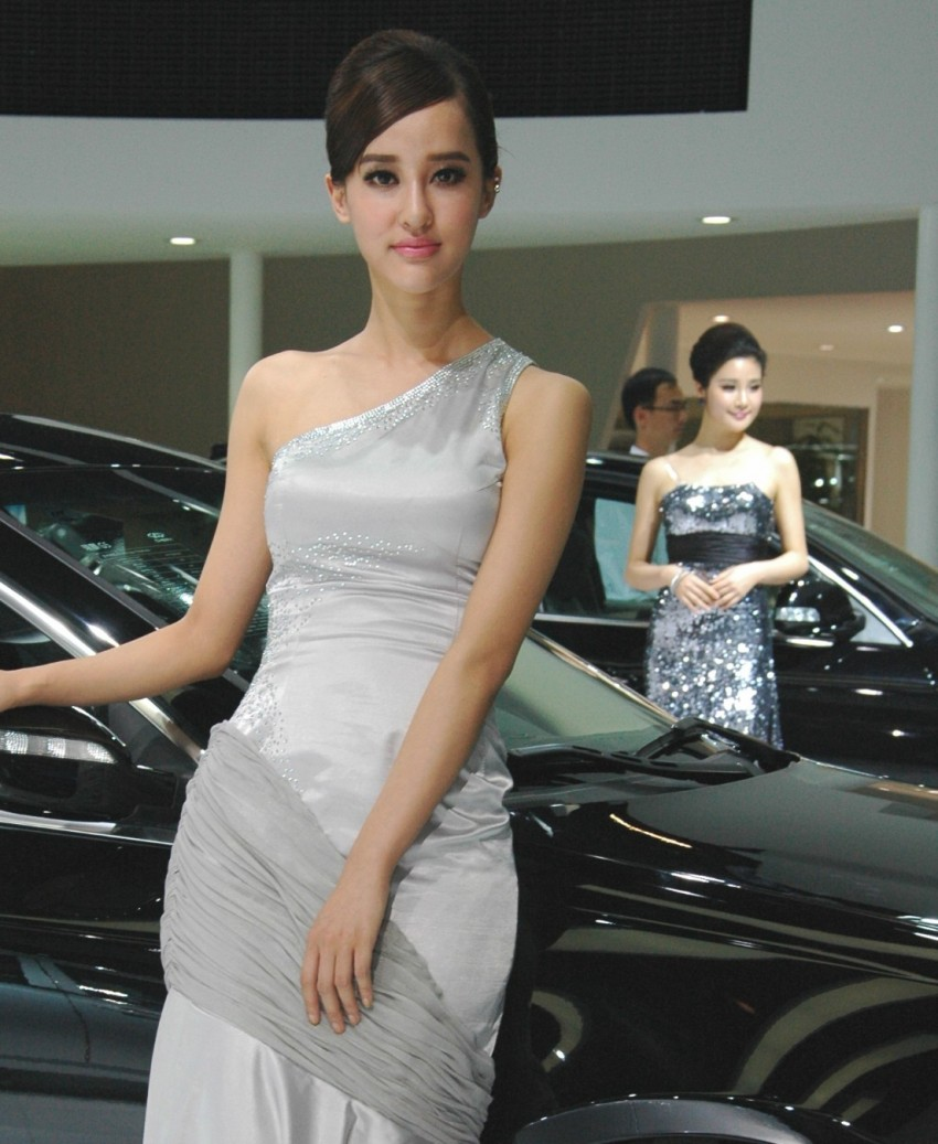 Auto China 2012: the ladies of Beijing share the spotlight Image #104505