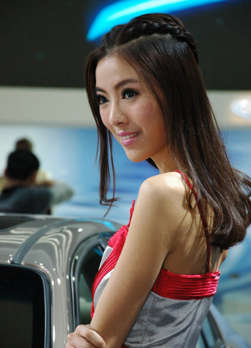 Auto China 2012: the ladies of Beijing share the spotlight Image #104483