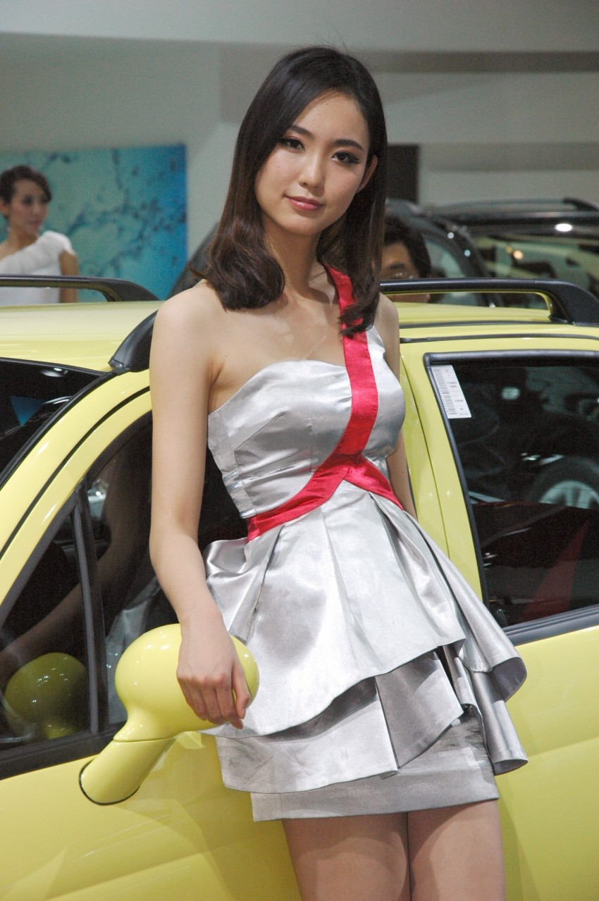 Auto China 2012: the ladies of Beijing share the spotlight Image #104596