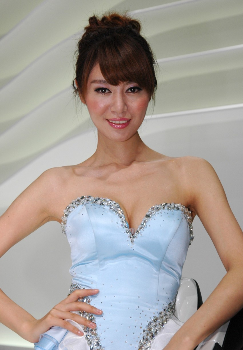 Auto China 2012: the ladies of Beijing share the spotlight Image #104482