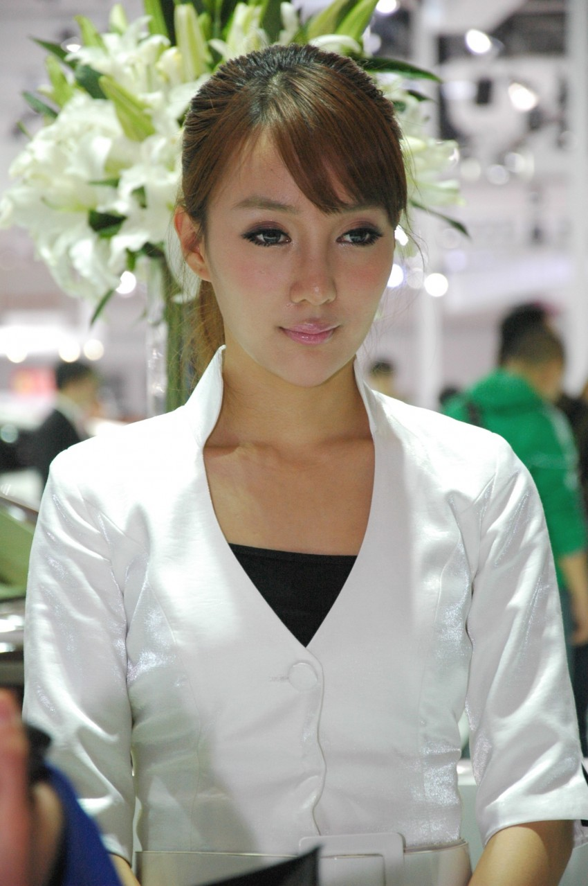 Auto China 2012: the ladies of Beijing share the spotlight Image #104485