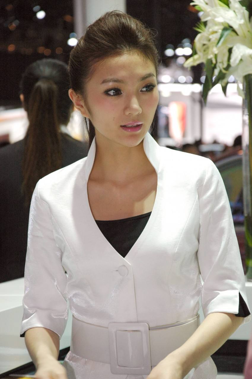 Auto China 2012: the ladies of Beijing share the spotlight Image #104486