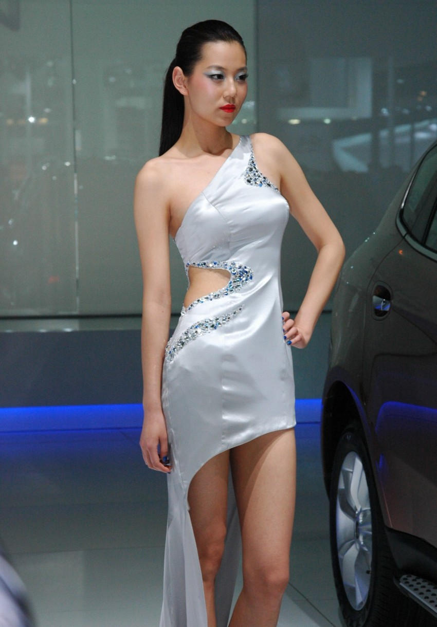 Auto China 2012: the ladies of Beijing share the spotlight Image #104488