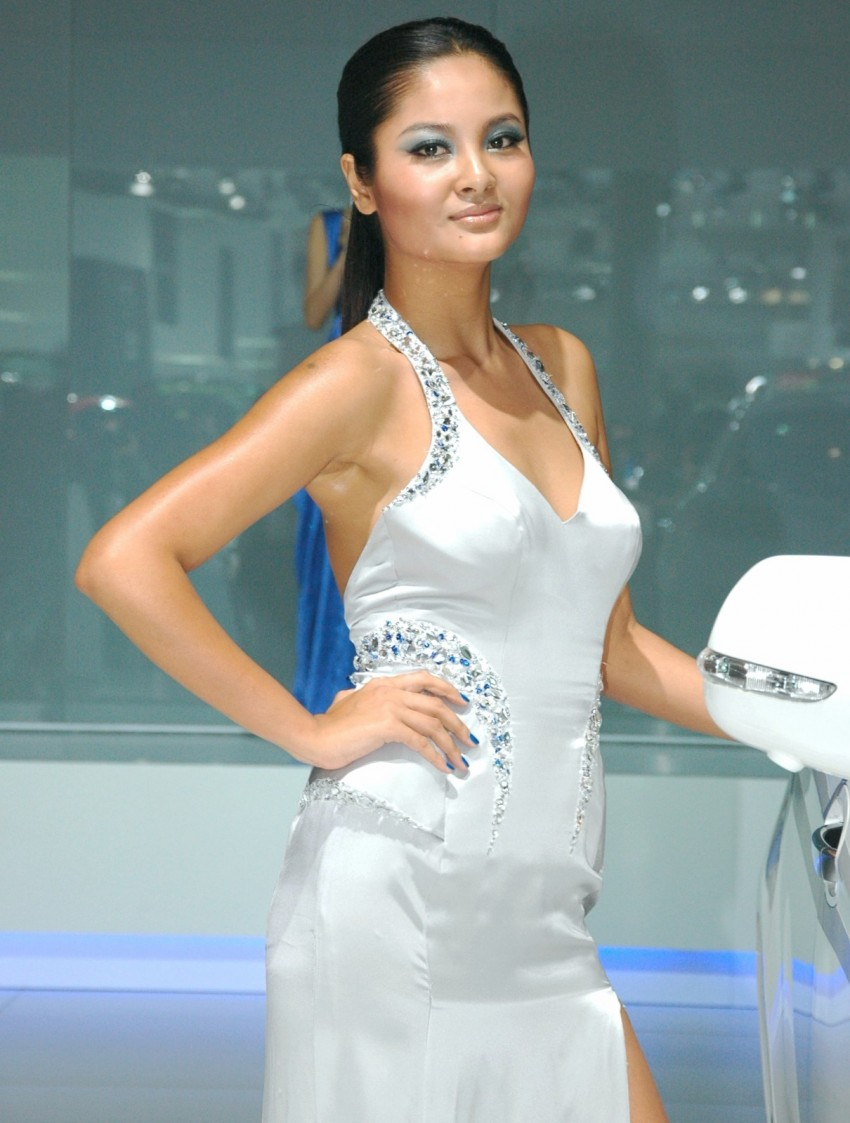 Auto China 2012: the ladies of Beijing share the spotlight Image #104490