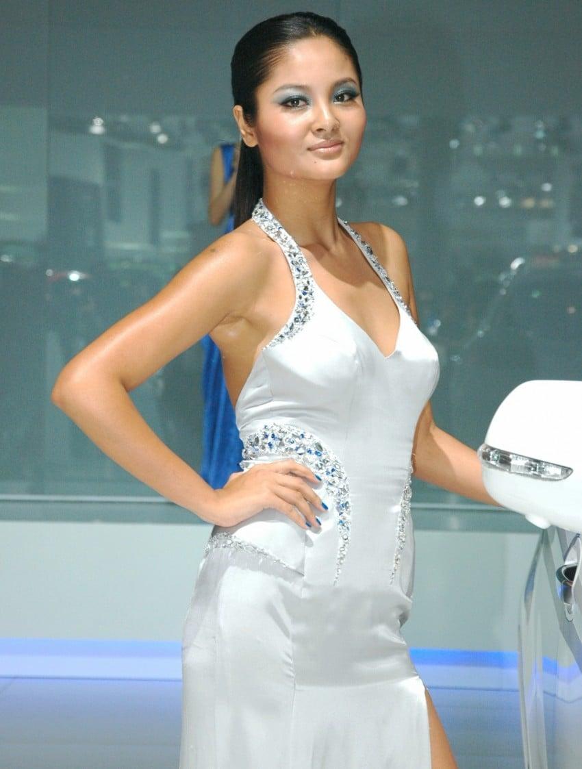 Auto China 2012: the ladies of Beijing share the spotlight Image #104490