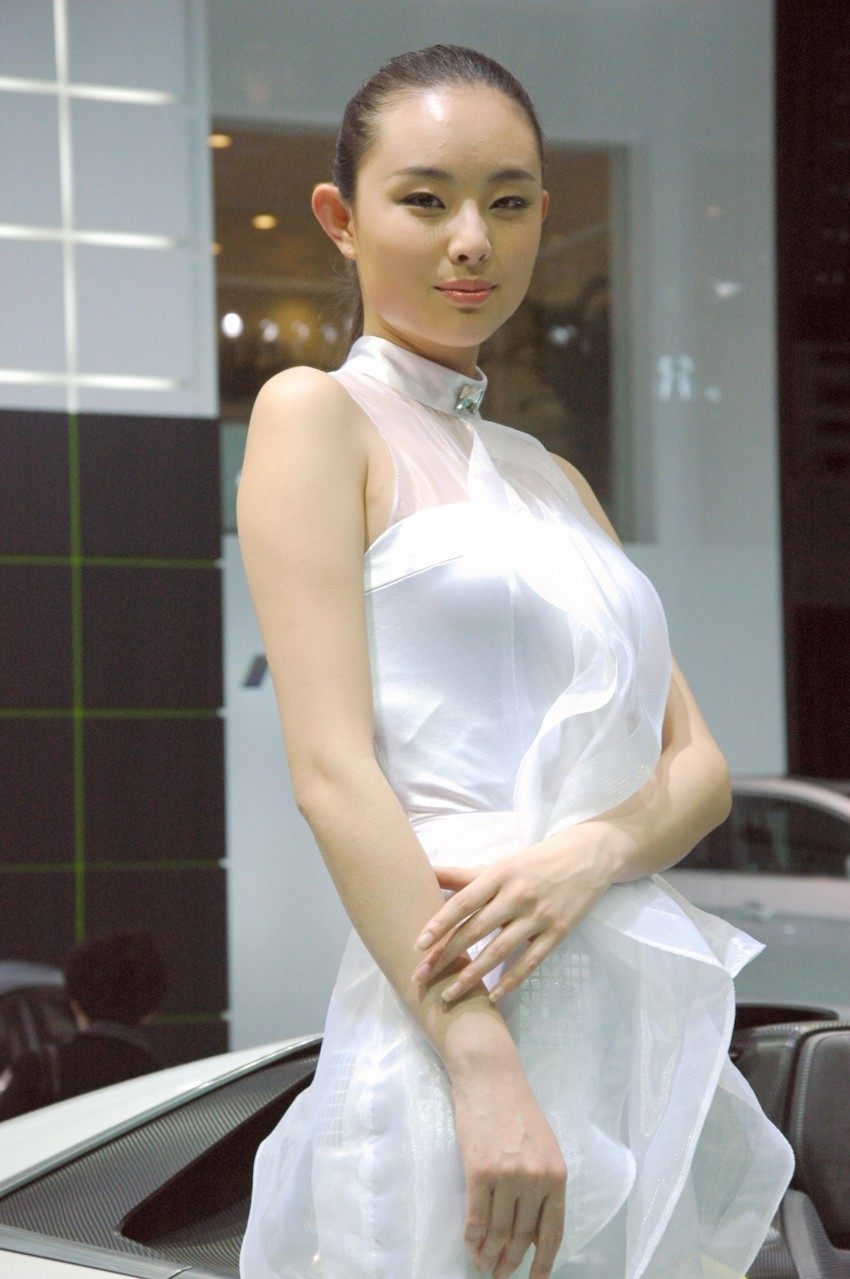 Auto China 2012: the ladies of Beijing share the spotlight Image #104491