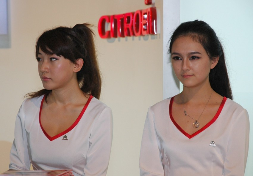 Auto China 2012: the ladies of Beijing share the spotlight Image #104498