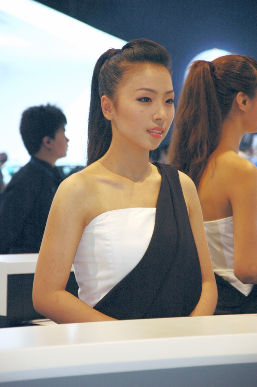 Auto China 2012: the ladies of Beijing share the spotlight Image #104598