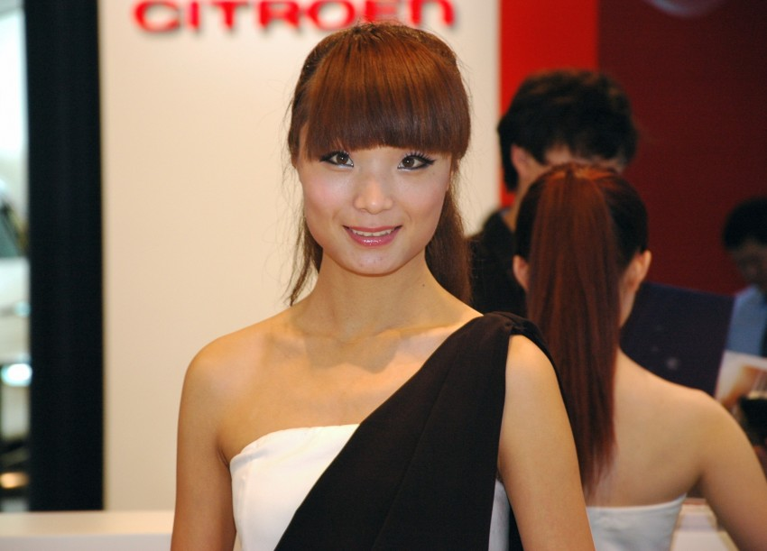 Auto China 2012: the ladies of Beijing share the spotlight Image #104499