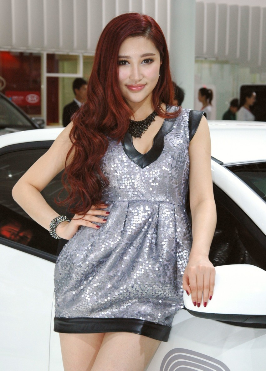 Auto China 2012: the ladies of Beijing share the spotlight Image #104500