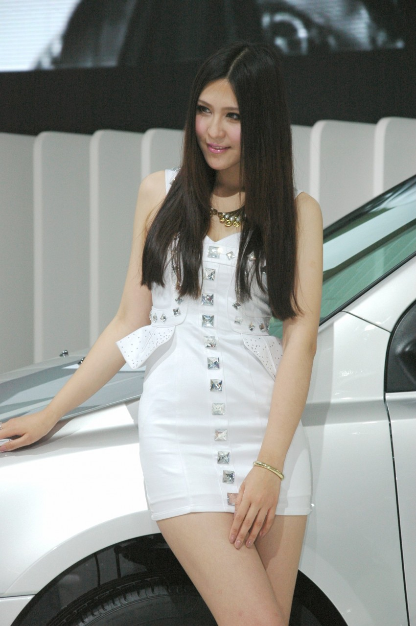 Auto China 2012: the ladies of Beijing share the spotlight Image #104501