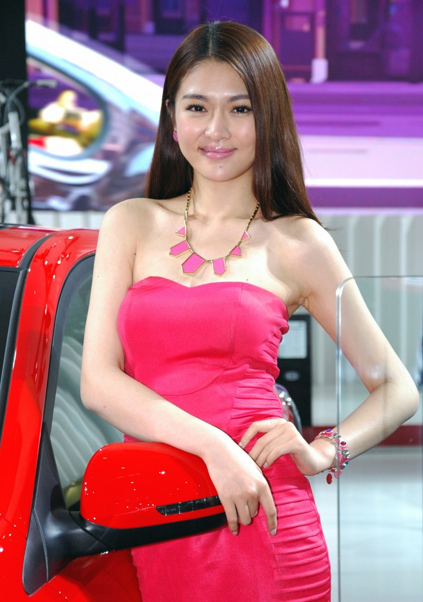 Auto China 2012: the ladies of Beijing share the spotlight Image #104503