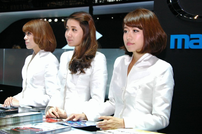 Auto China 2012: the ladies of Beijing share the spotlight Image #104497