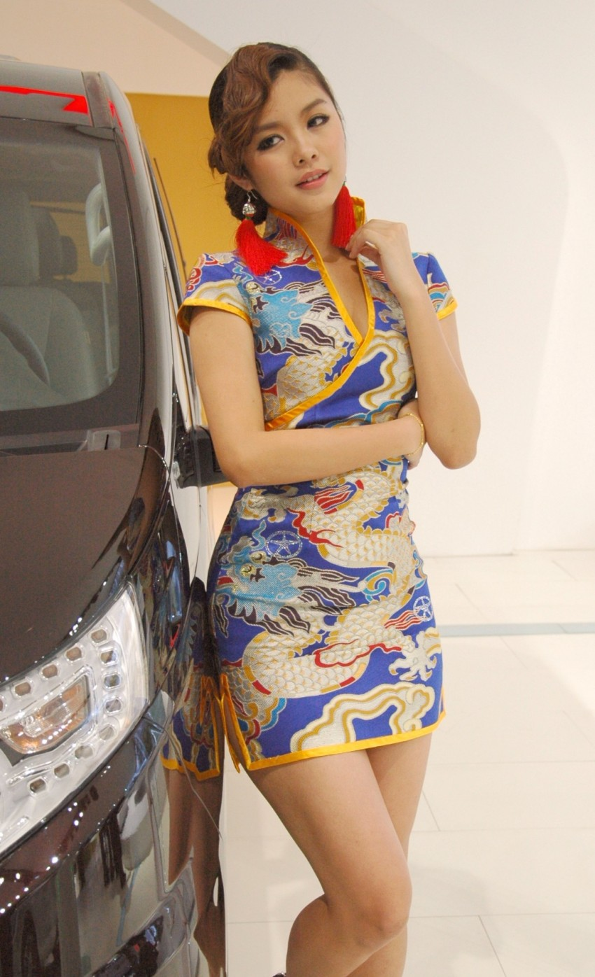 Auto China 2012: the ladies of Beijing share the spotlight Image #104517