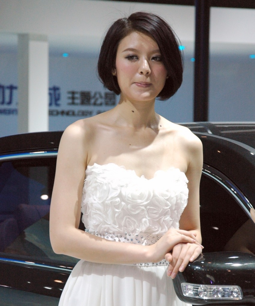 Auto China 2012: the ladies of Beijing share the spotlight Image #104521
